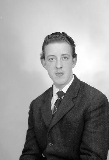 "Enligt fotografens journal nr 9 1958-: ""Johansson, Herr Ingemar Solgården Stenungsund""."