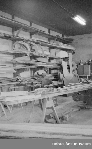 """Motivbeskrivning: """"Tommas Löfberg, Rönnängs varv."""" Datum: 19801008"""