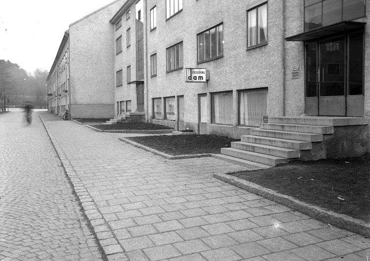 """Uppgift enligt fotografen: """"Uddevalla. Fastighet S. Drottningsgatan."""""""
