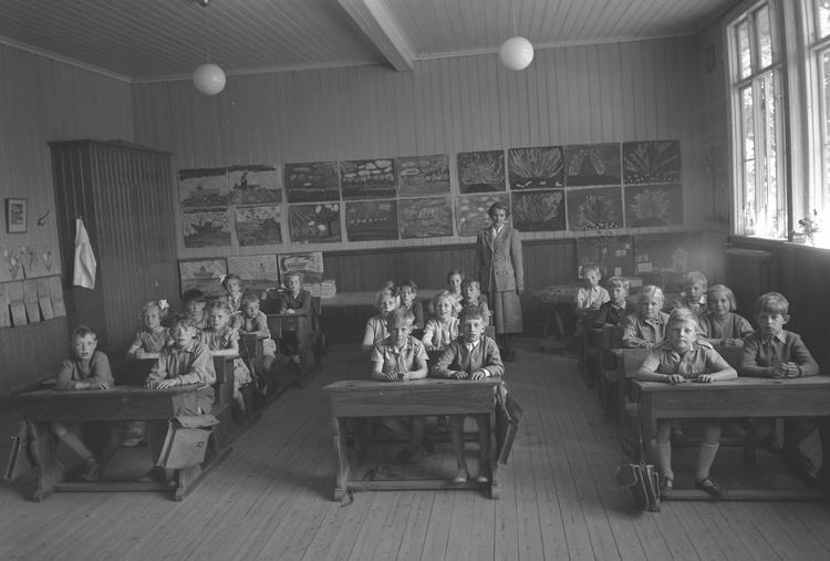 """Text till bilden: """"Ann-Mari Kählers. Slättens Skola 1 C. (Karins klass). 1951.06""""             i"""