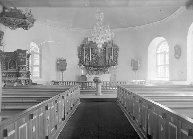 """Text till bilden:""""Kyrkgång + altaret""""."""