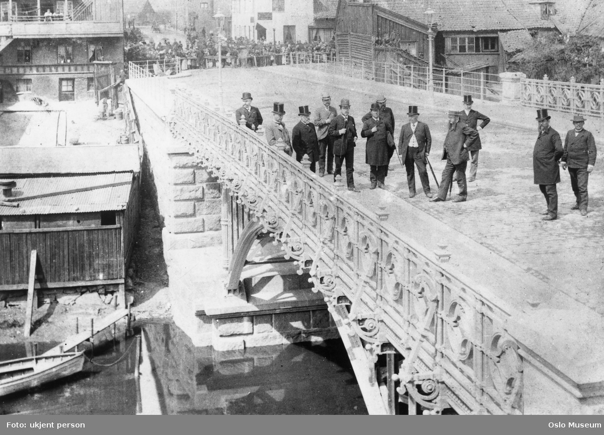 Hausmanns bro, åpning, mennesker, trehusbebyggelse