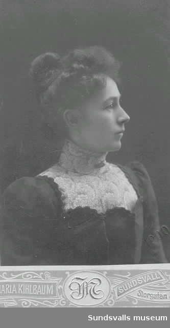 Porträtt (visitkort) på Ellen Selinder.