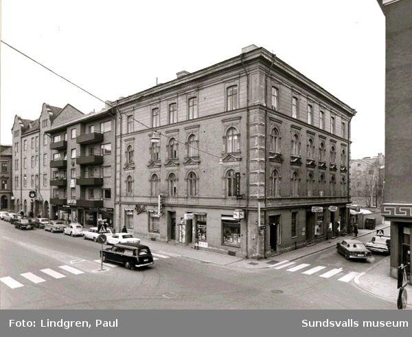Köpmangatan 14. Byggmästare C H Hallström. Byggnaden revs i slutet av 1960-talet för att ge plats åt modernare bebyggelse.