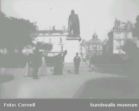 Anna och Johan Fredrik Cornell på semester i Frankrike. Versailles?