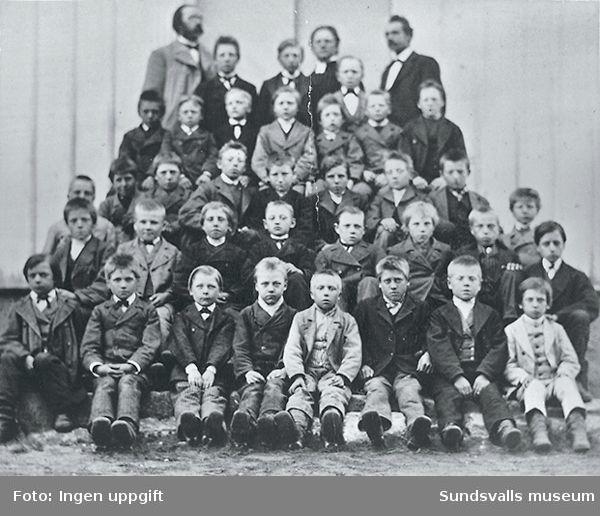 Barngrupp och lärare, trol vid Kubikenborgsskolan