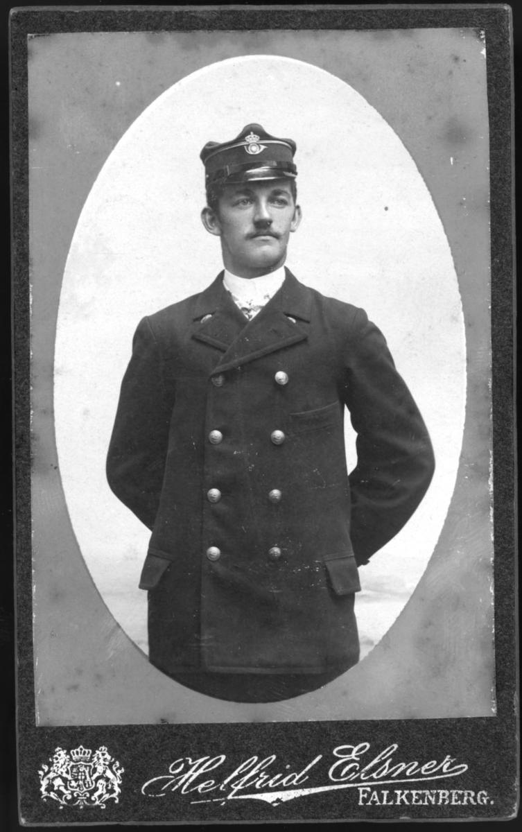Brevbäraren Charles Evald Moberg, Falkenberg, omkr 1906.