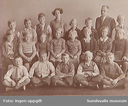 Klassbild med lärare från Nedansjö skola.