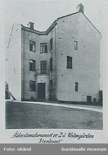 """""""Stenhemmet"""", ålderdomshemmet nr 2 å Holmgården. Inramade fotografier som hängt på pensionärdhemmet Holmgården, Holmgatan 1, kv Väständan."""