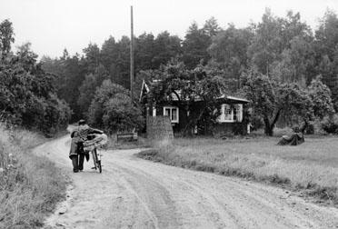 Cykelåkande lantbrevbärare Ruben Carlsson ute på turen.