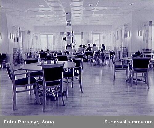 Utsmyckning av Tomtegränds servicehus: Anita Wohlén och Lena Andersson.