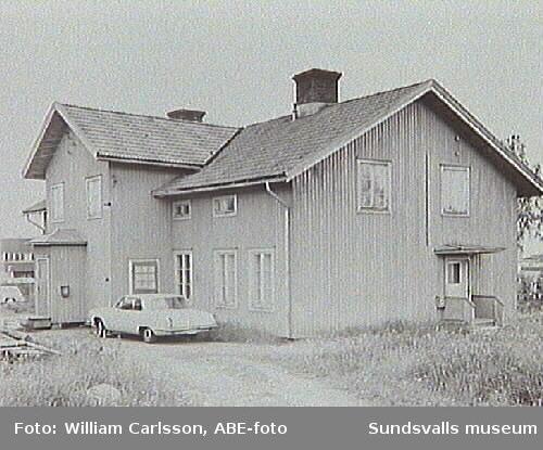 Kapellg 1 stg riven 1966. Bostadsbarack inom Heffners industriområde.