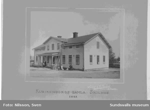 Kubikenborgs gamla skolhus. Byggt 1885.