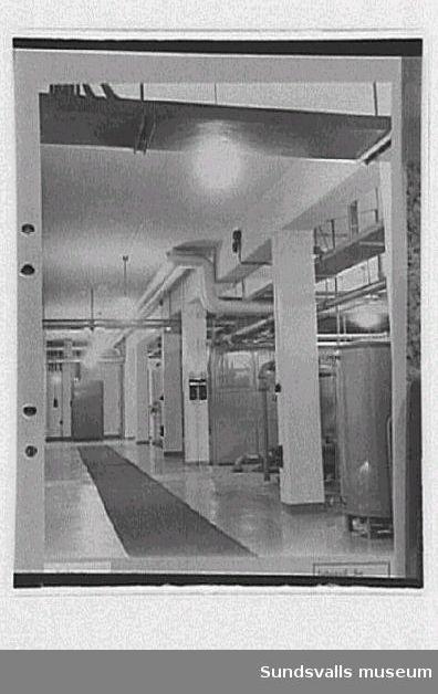 Interiör från radiosändarens kylrum, rundradiostationen i Ljustadalen, 1949.Negativet skarpare.