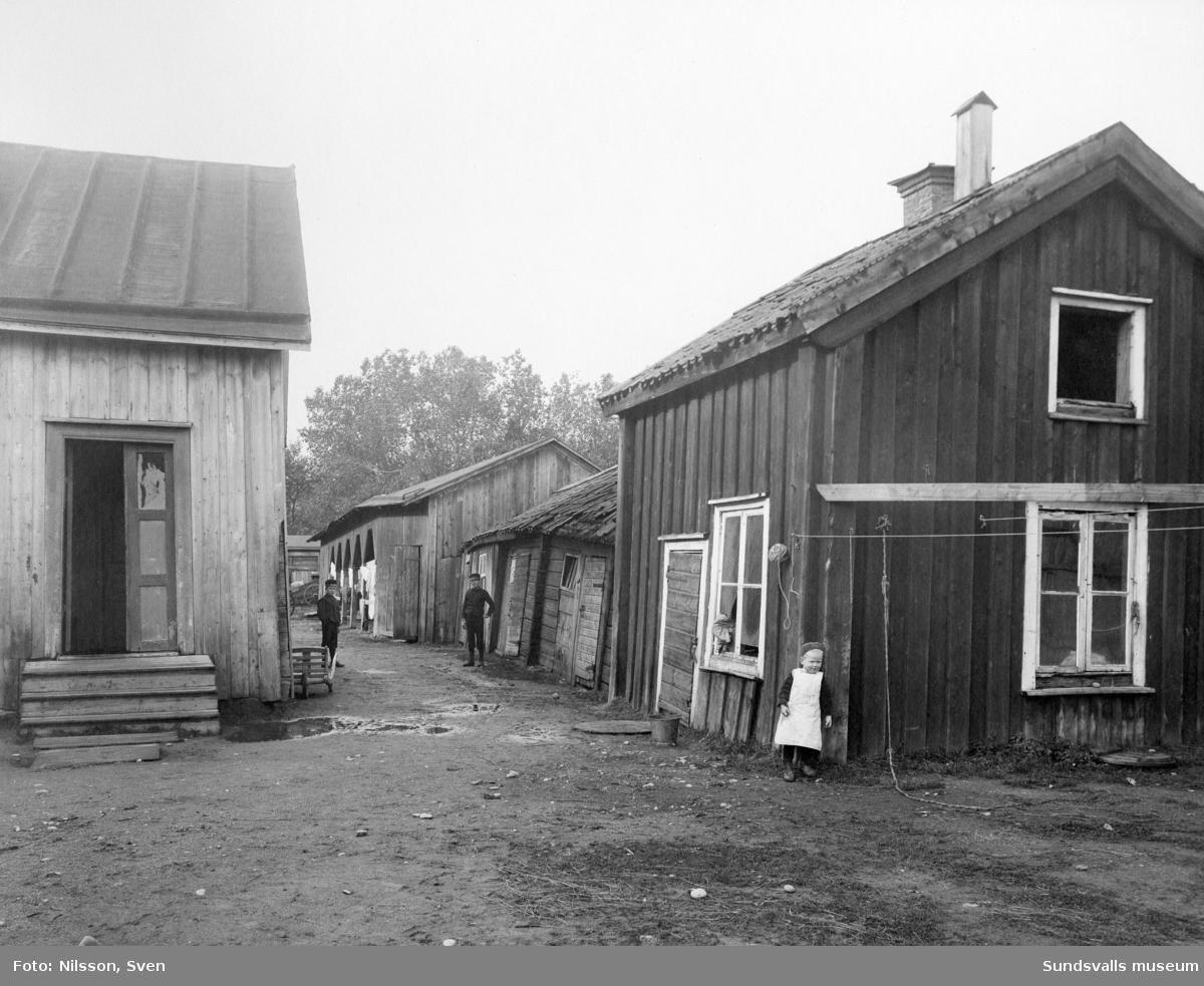 Innergård till Centralbryggeriet intill Skolhusallén (nu Baldersvägen).