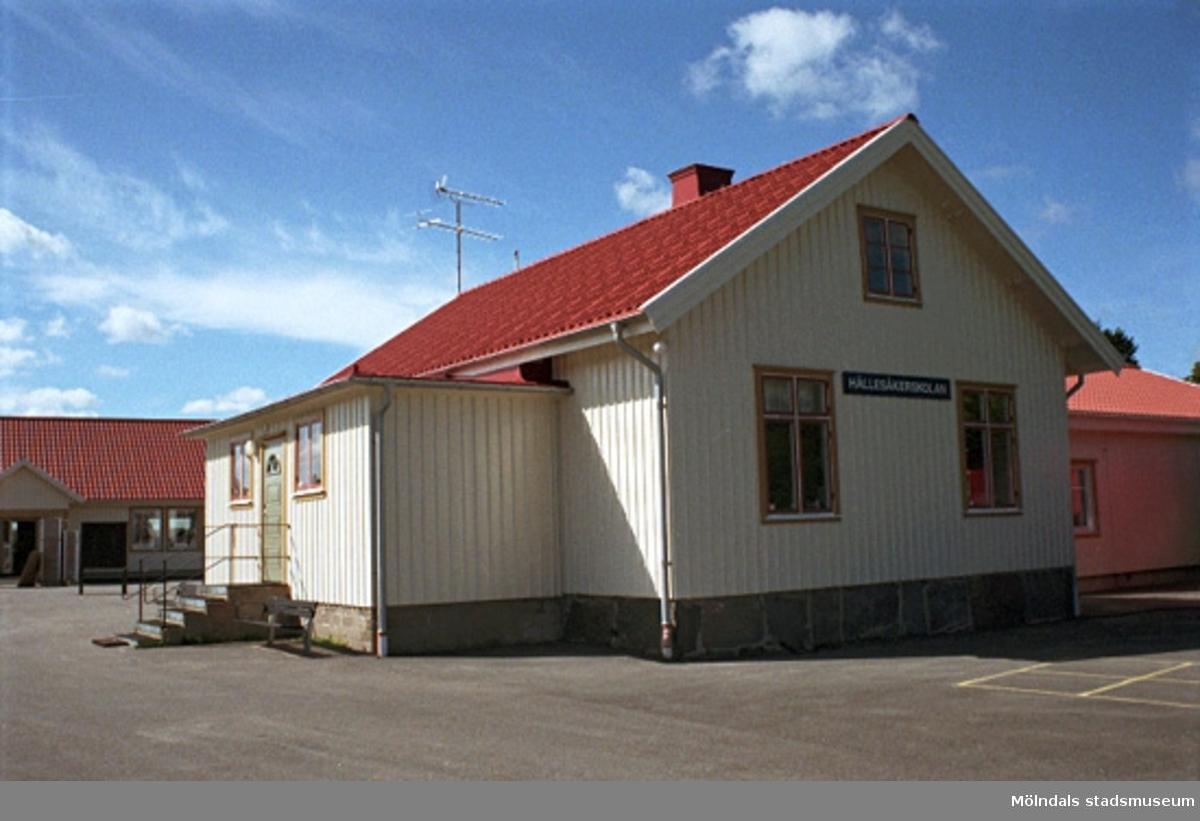 Hällesåkerskolan, Hällesåker 4:56 ligger i Lindome. Från söder. 1998-08-19.