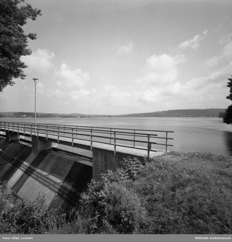Ätrafors kraftstation, 25/7 1960. Exteriör och dammbyggnad.