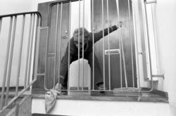 Kommunalmän städar trapphus på Hammarvägen, Sundsbruk och i