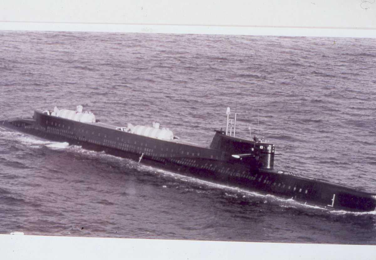 Russisk ubåt av India - klassen med 2 stk mini-ubåter plassert akter.