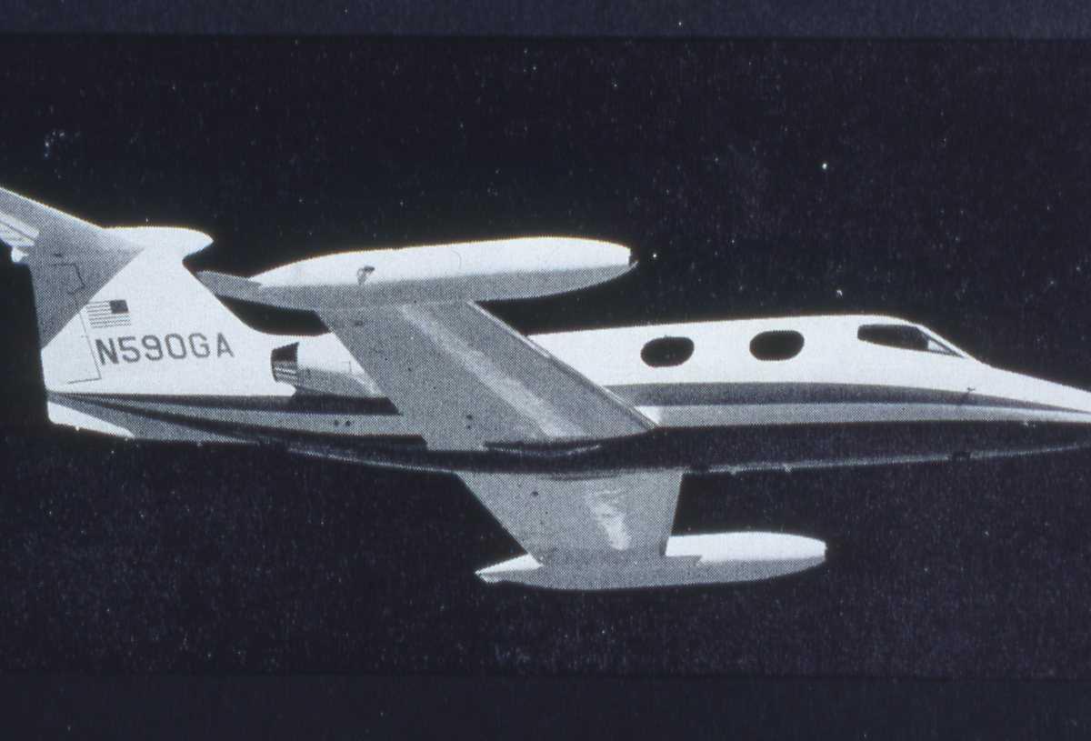 Amerikansk fly av typen Learjet 24 med nr. N590GA.