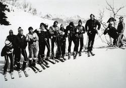 Frå Hemsedal skiheiser ein gong på 1980-talet. Frå venstre: