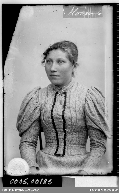 Portrett av kvinn.