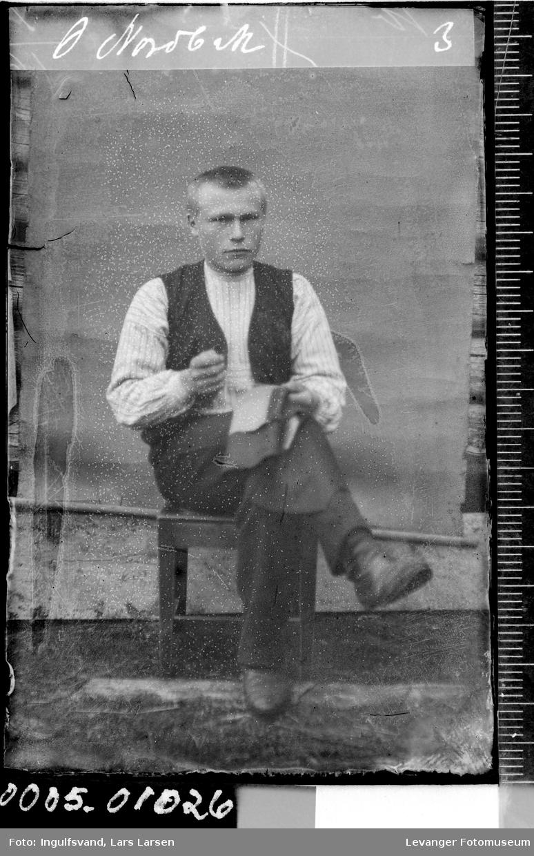 Portrett av en mann som utfører skredderarbeid.