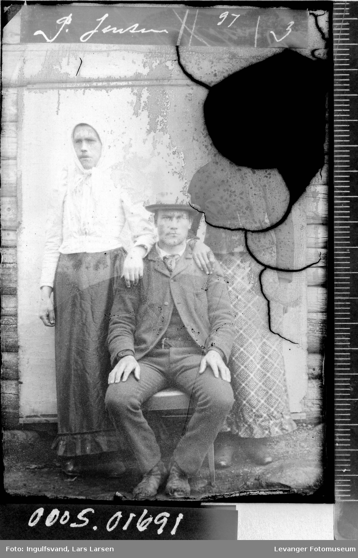 Portrett av tre personer.