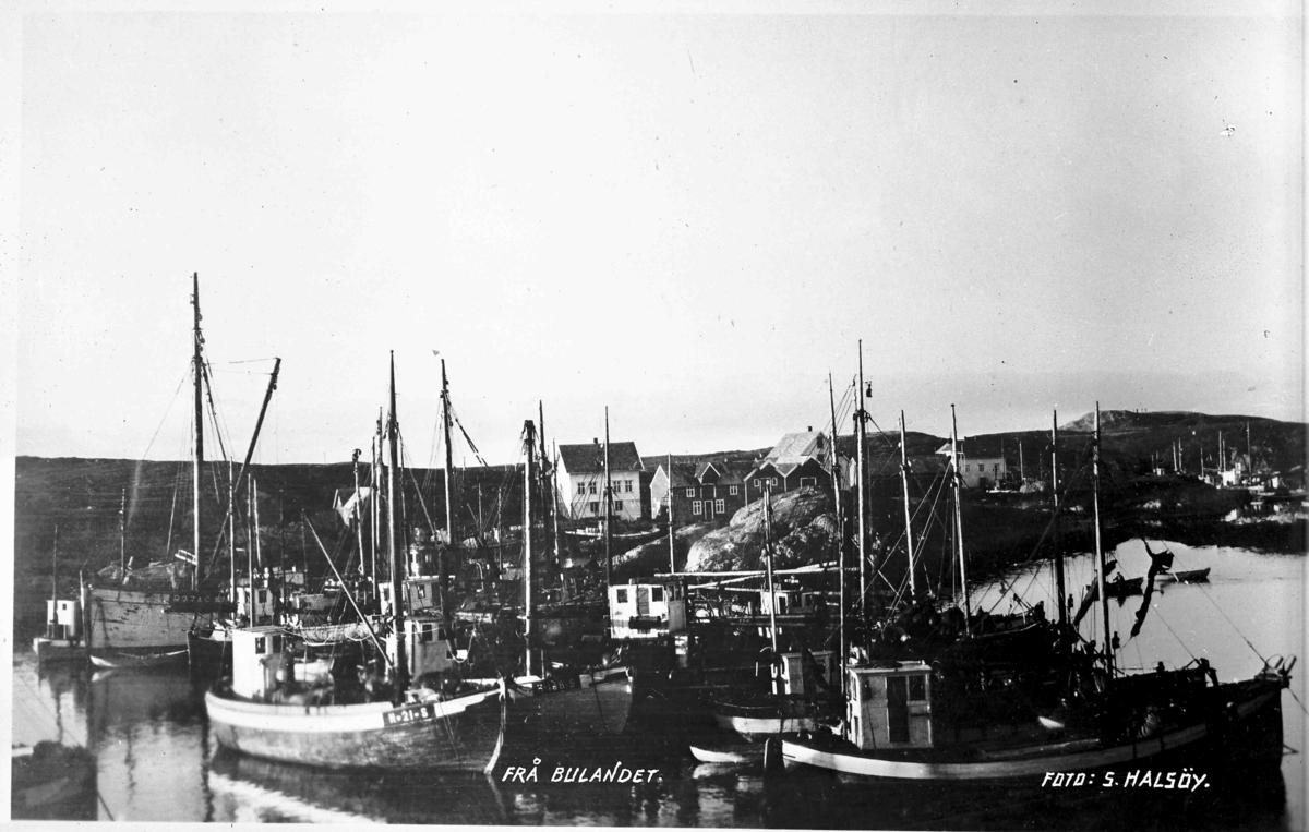Fiskeflåten for anker ved Nikøy, Bulandet. Ms Valborg 1, H 21 S, bygd i 1916, eigar Jakob Hågensen m fl, Glesvær. Ms Elin, H 198 S, bygd i 1914, eigar Ole Mortensen Glesnæs, Glesvær
