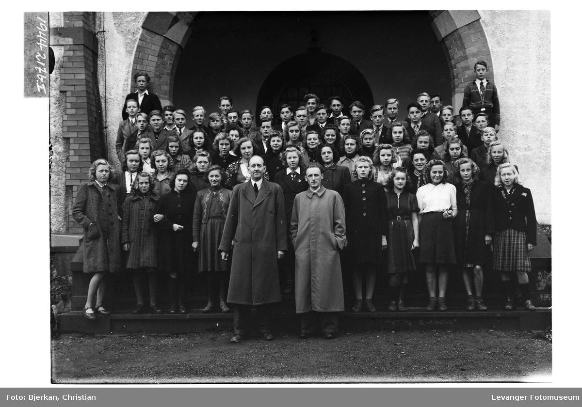 Levanger og Frols konfirmanter i 1944