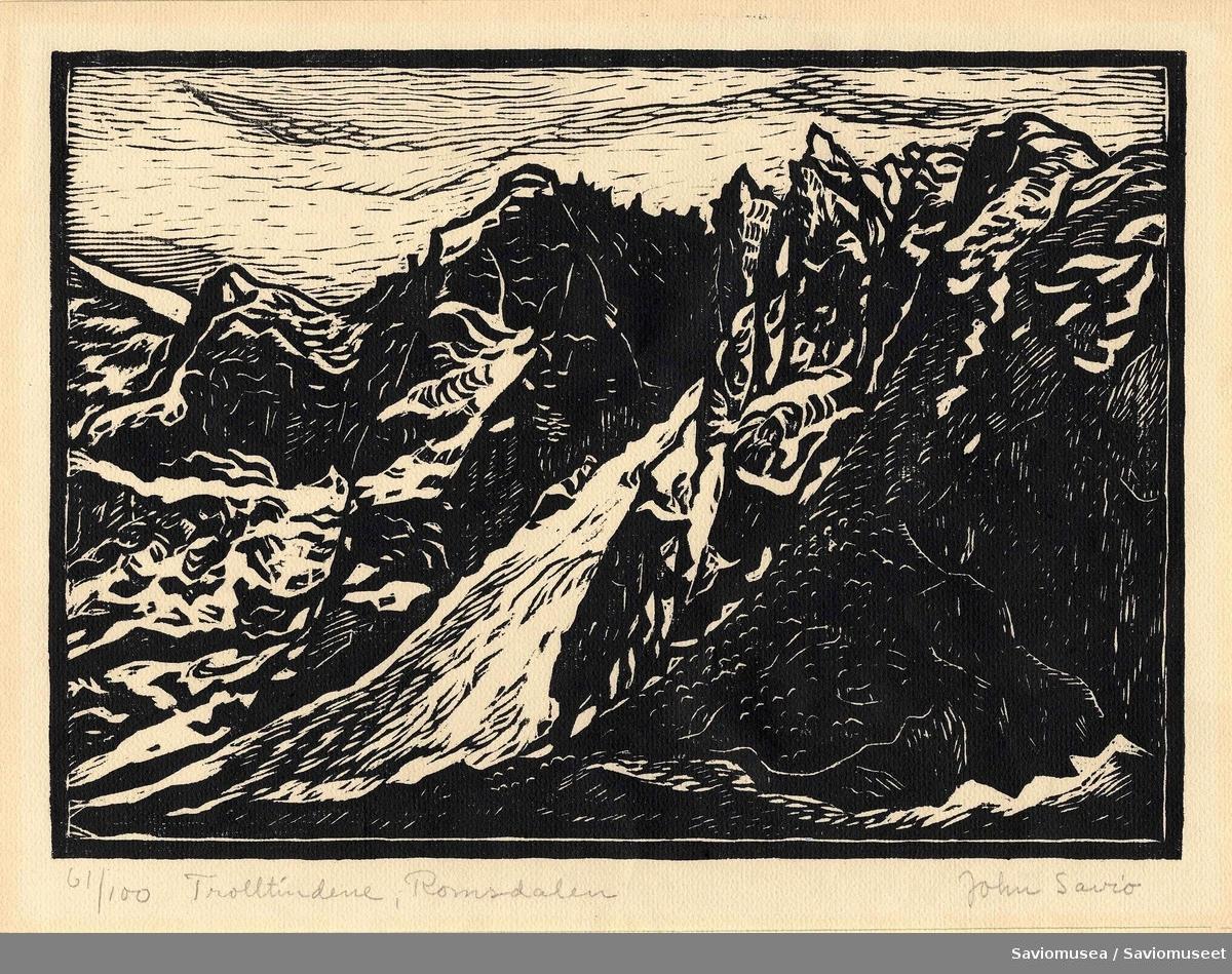 Landskapsscene av Trolltindene i Romsdalen.