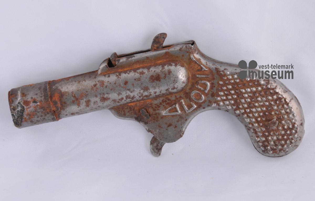 Liten leikepistol i blekk. Rusta.