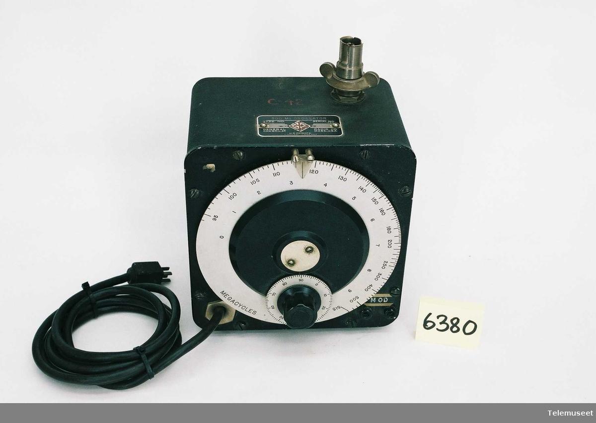 500 Mc oscillator. type 857-A serie nr. 784 US patent 2367 681  2548 457