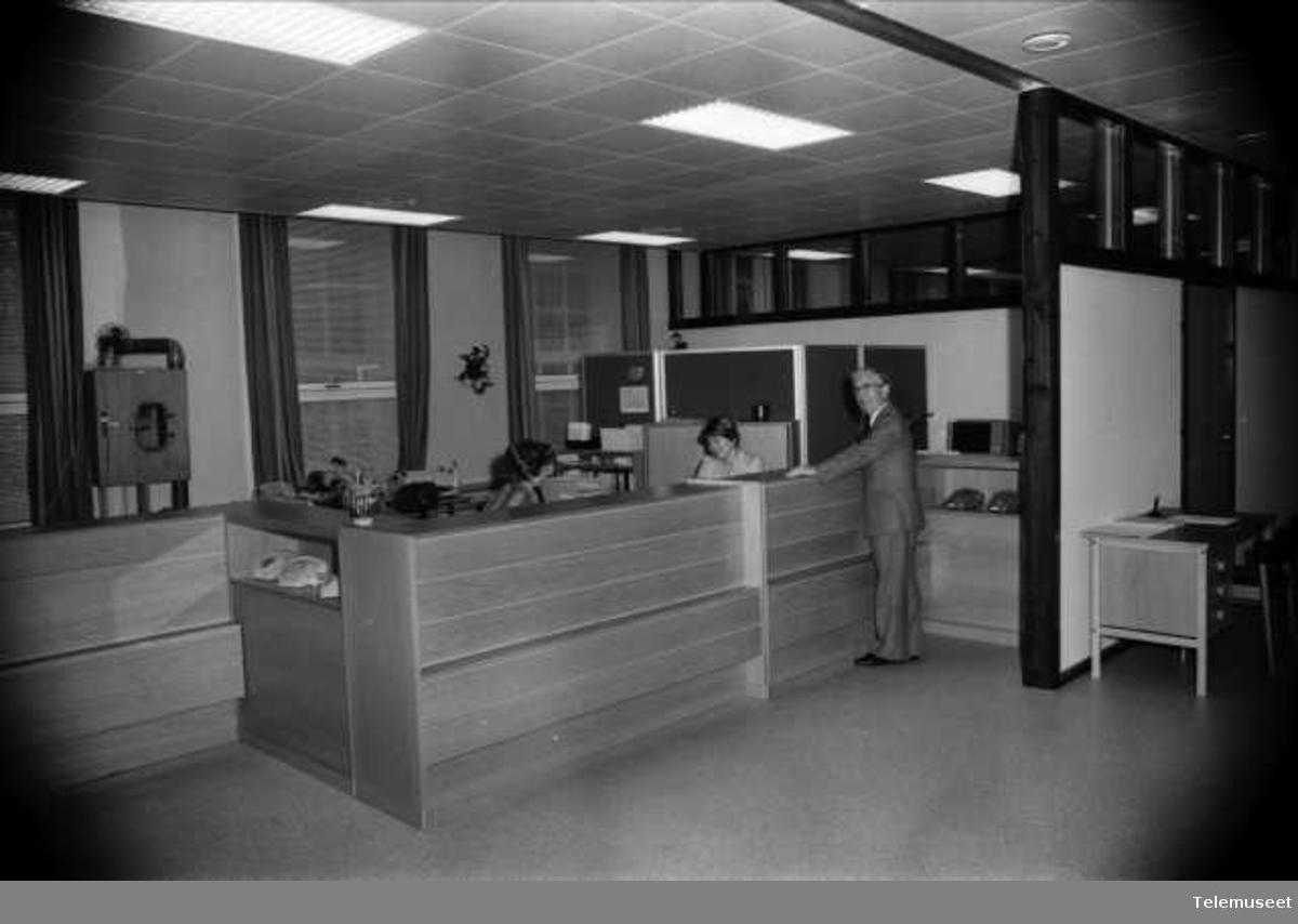 Abonnementskontoret før og etter oppussing 78/79