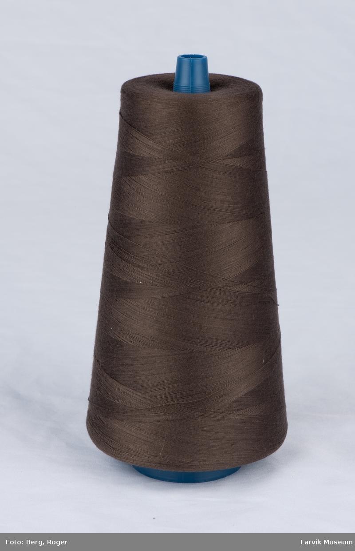 Trådsnelle med plastspole, pakket i plast