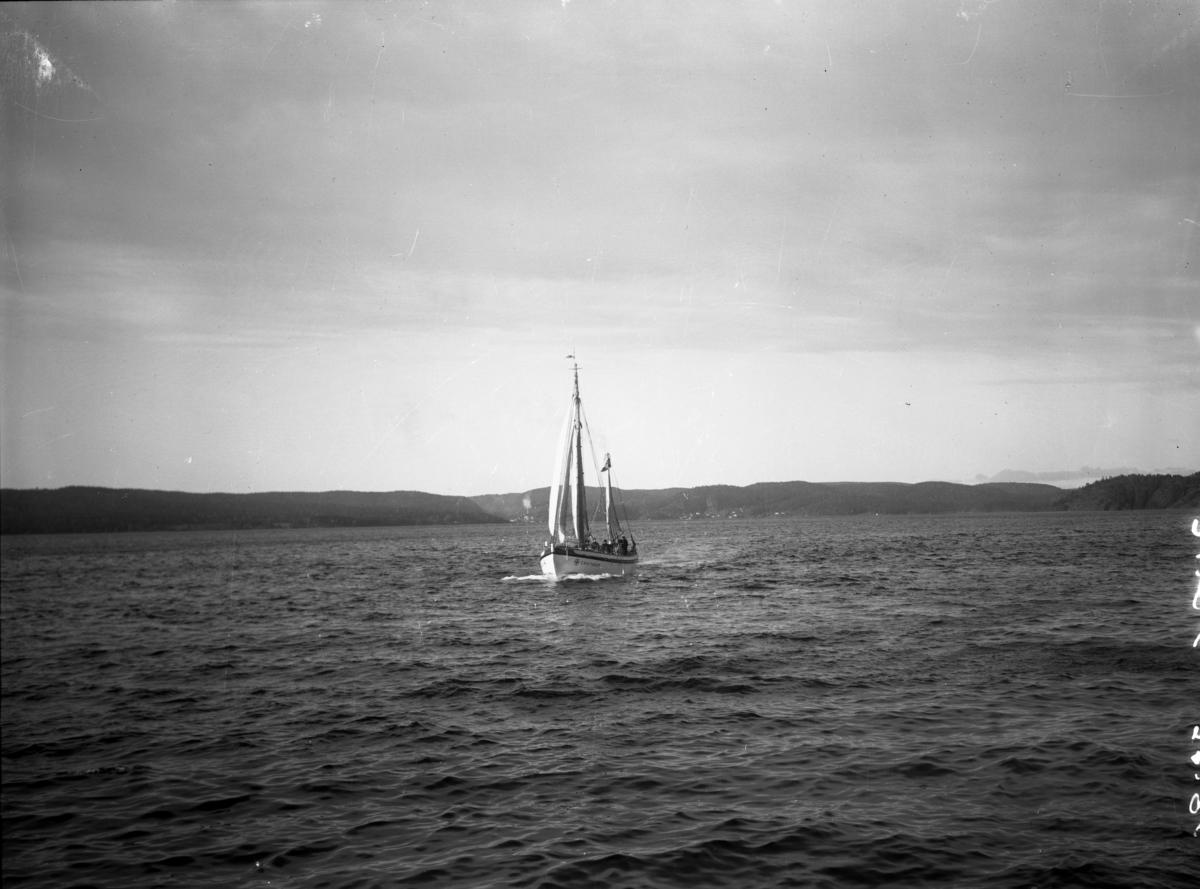 """Redningsskøyta """"Erik Farup"""" fotografert"""