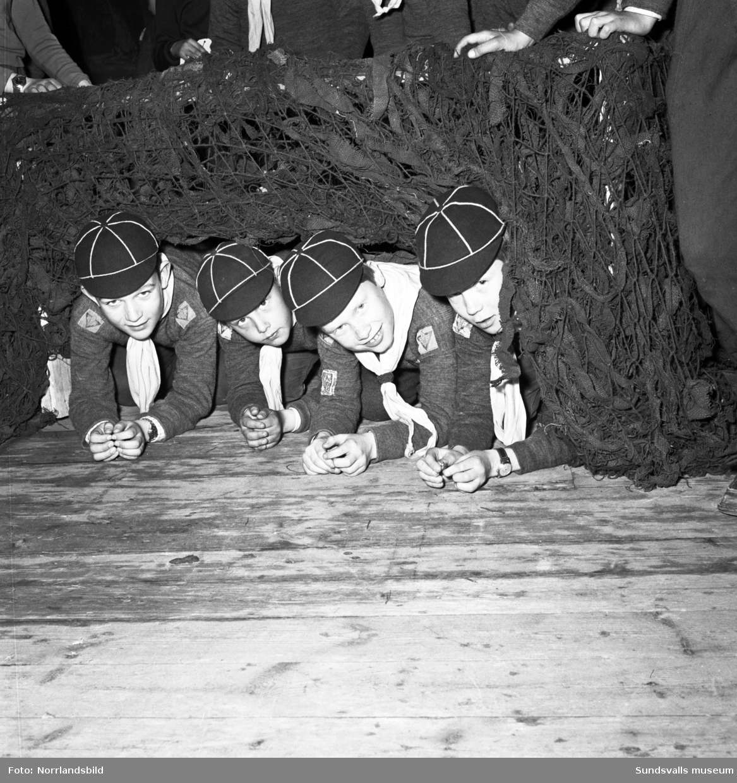 Scouterna har generalrepetition på Sundsvalls teater inför sitt 50-årsjubileum.