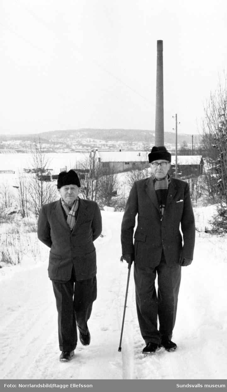 """Utställningen """"Arbetet"""" på Sundsvalls museum med gamla märkpojkarna Eklund och Borman på Hovid, Alnö. Museets chef Ingemar Tunander ses på bild 6-8."""