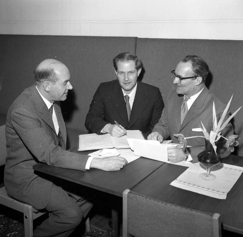 """Enligt notering: """"Läraremöte på Bergsgården 27/1 1960""""."""