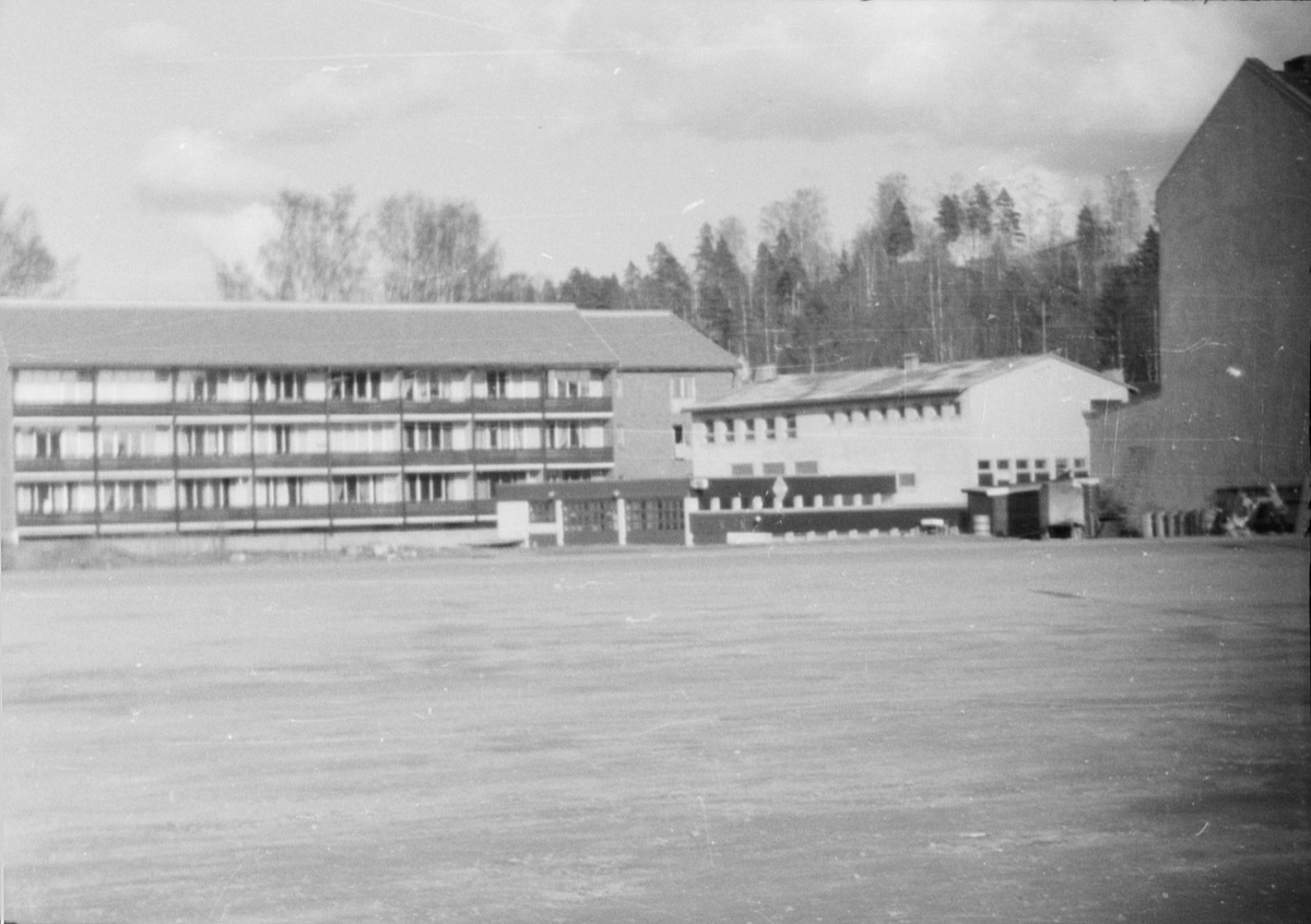 17. mai. Elverum.  1964. Området mellom Arkaden og Samvirkemagasinet.
