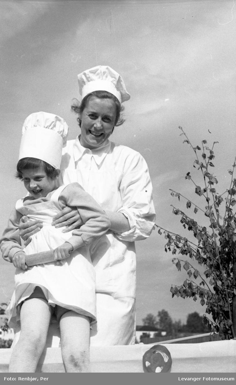 Barnas dag, Levanger, jente utkledd som baker.