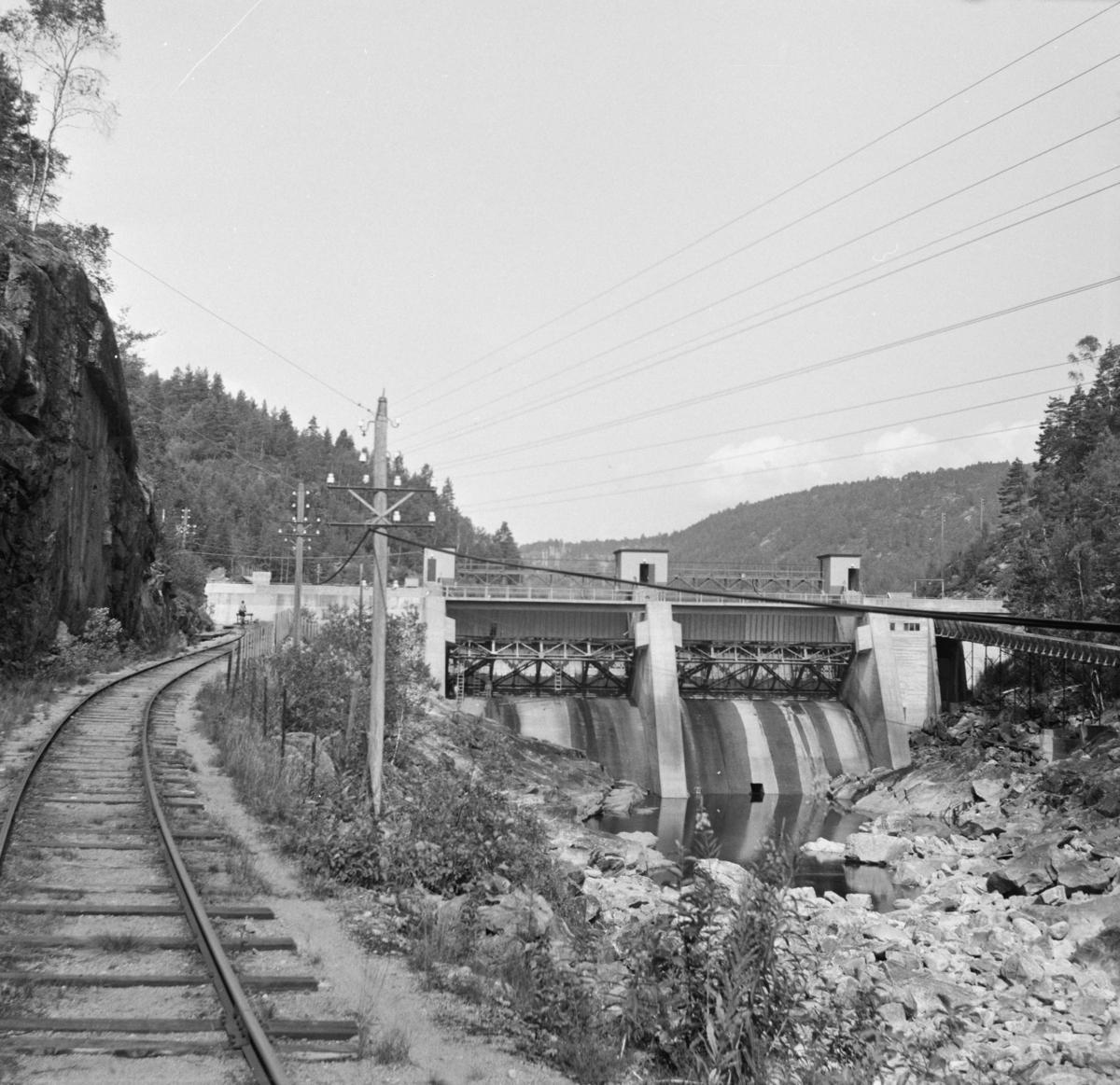 Setesdalsbanen trase ender i Beihølen dam. Traseen videre er satt under vann etter byggingen av dammen.