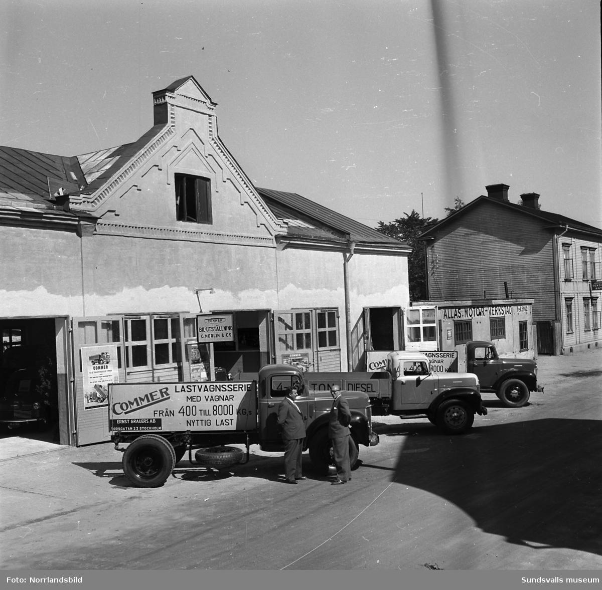 Commer Car lastbilar och skåpbilar visas vid G. Norlin&Co vid Östra Långgatan. Allas Motor-verkstad.