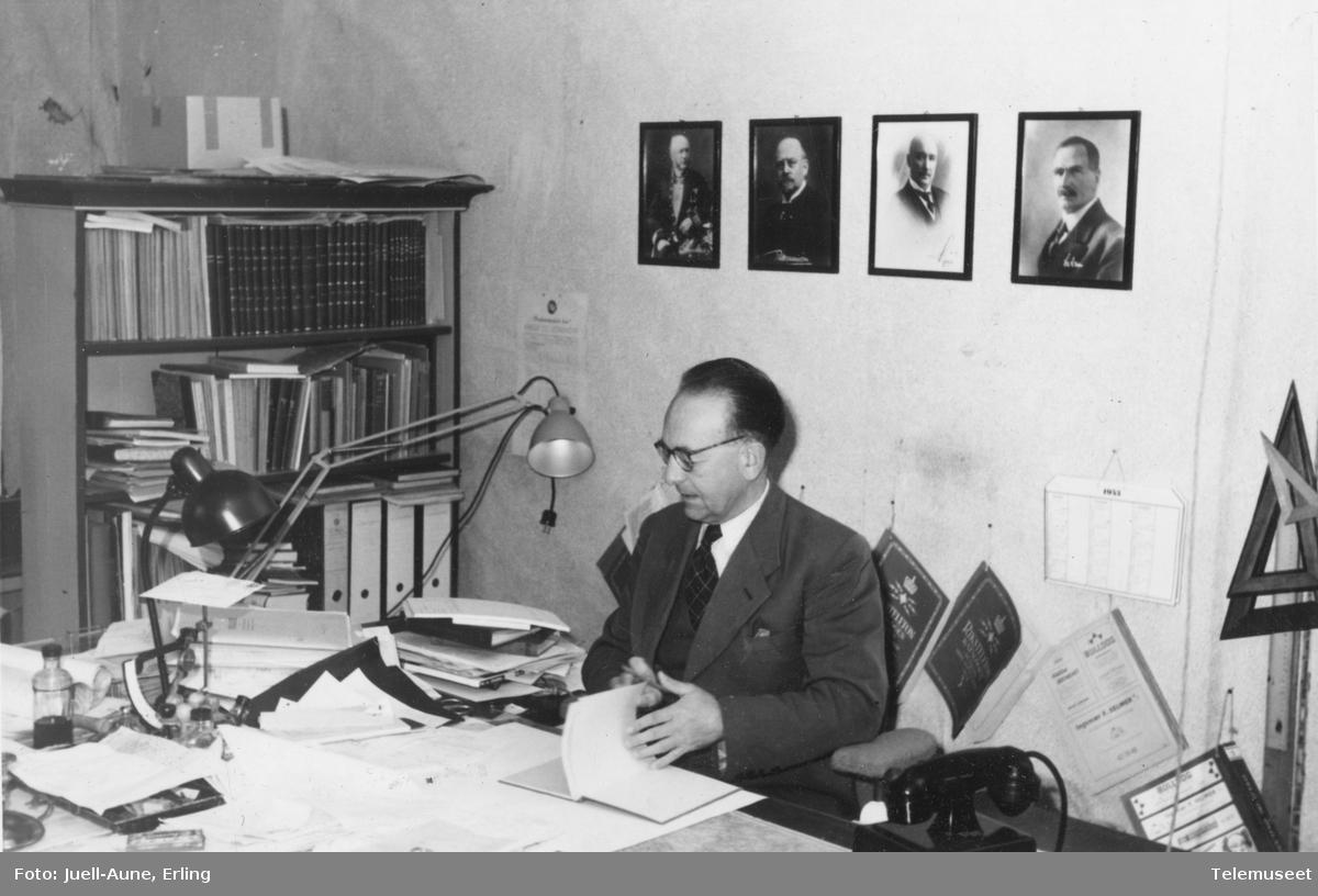 Kontor telegrafbestyrer Sverre Hodneland