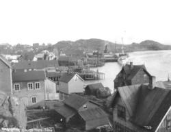 Hurtigruten Hera og lokalbåten Sørø ved dampskipskaia i Honn