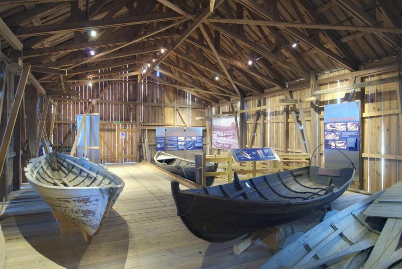 trerobåter i en utstilling