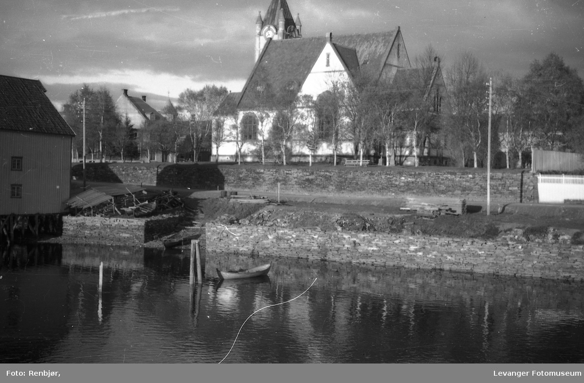 Levanger kirke, sett fra Levangersundet.