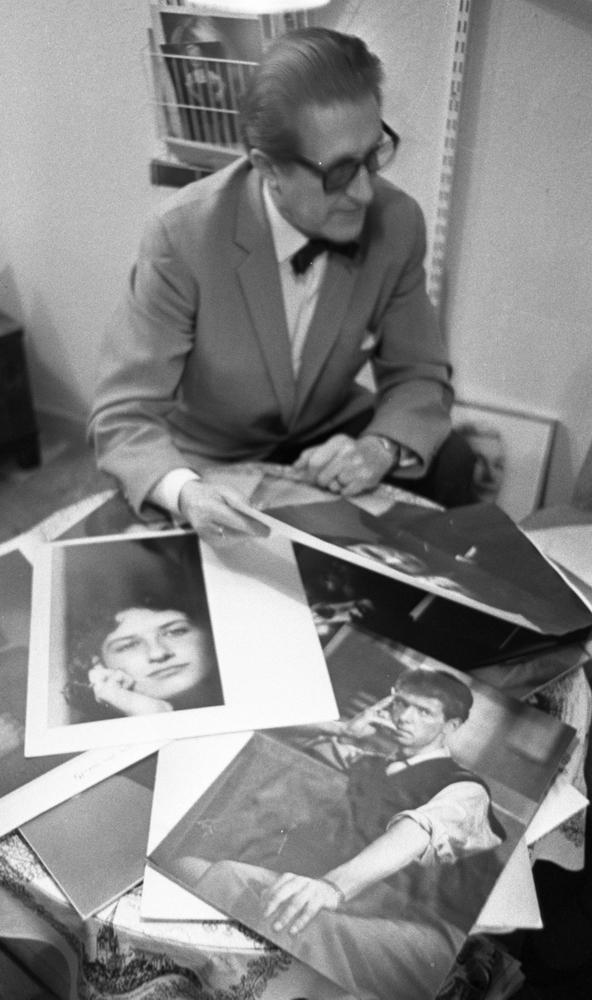 Curt Götlin var främst porträttfotograf, med lärotid bland annat i Tyskland under 1920-talet och influerad av internationell fotografi.