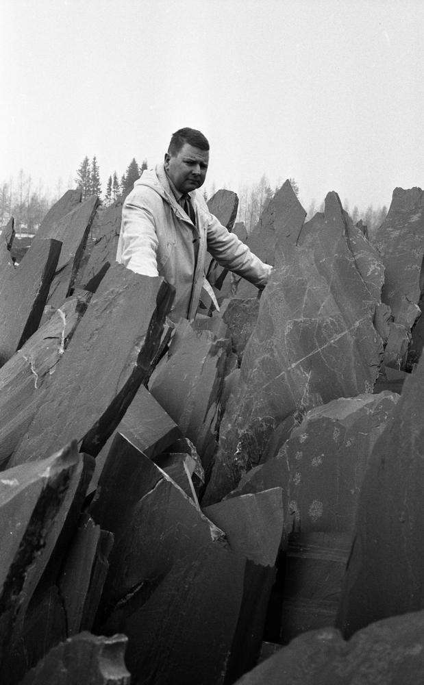 Grythyttans skifferverk, 6 april 1968. Lasse Larsson, ekonomiansvarig på skifferverket.