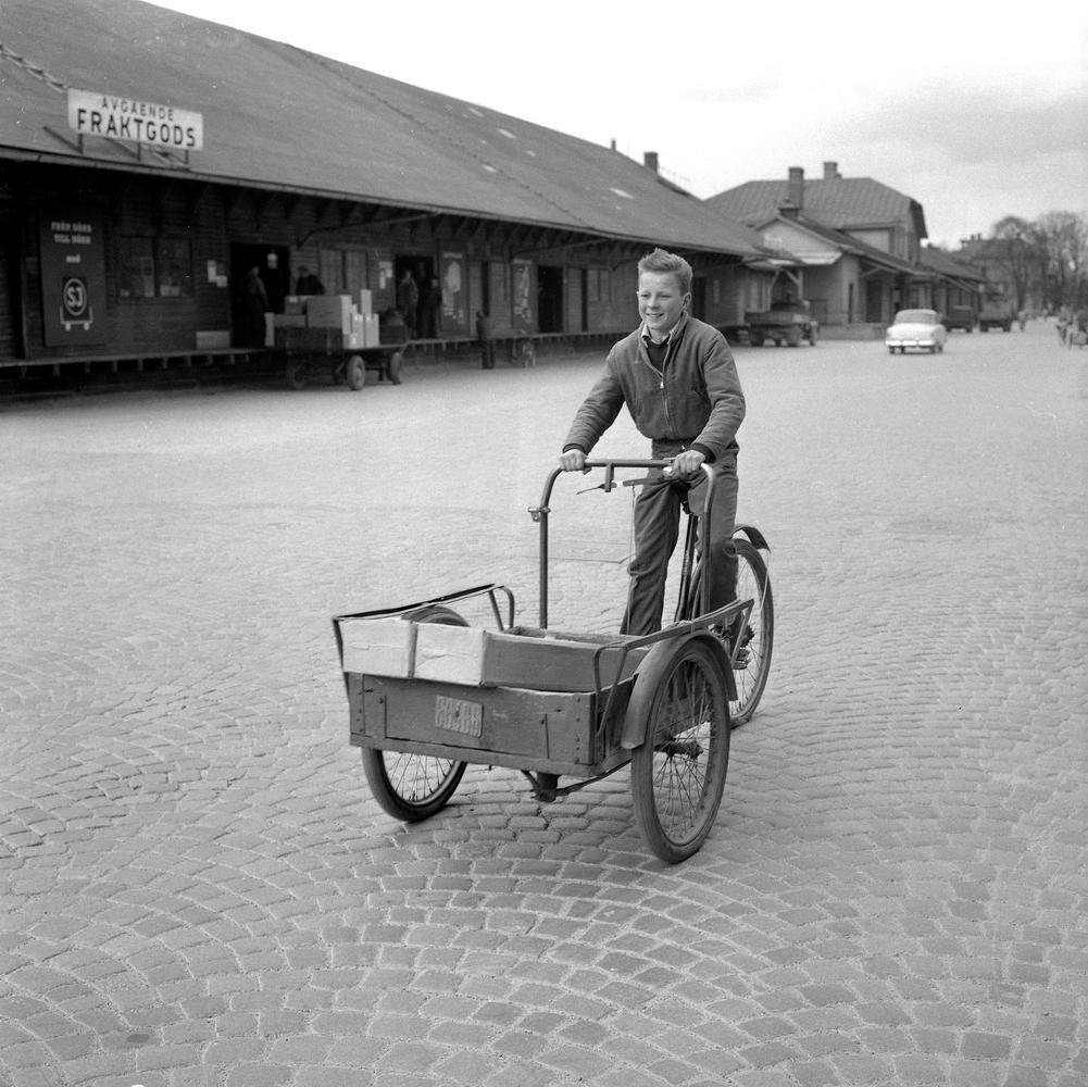 Reportage om springpojkar. 25 maj 1955.Östra Bangatan.